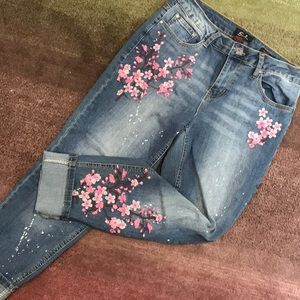 Earl Jeans floral embroidery front ankle length.